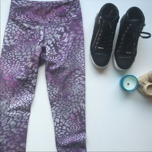 Mika yoga wear Kaya Leggings Moonlight Leo Print